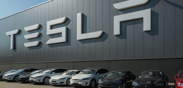 Tesla to unveil electric HGV in September